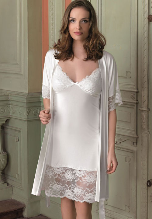 Vanilla lace gown for Bra for wedding dress shopping